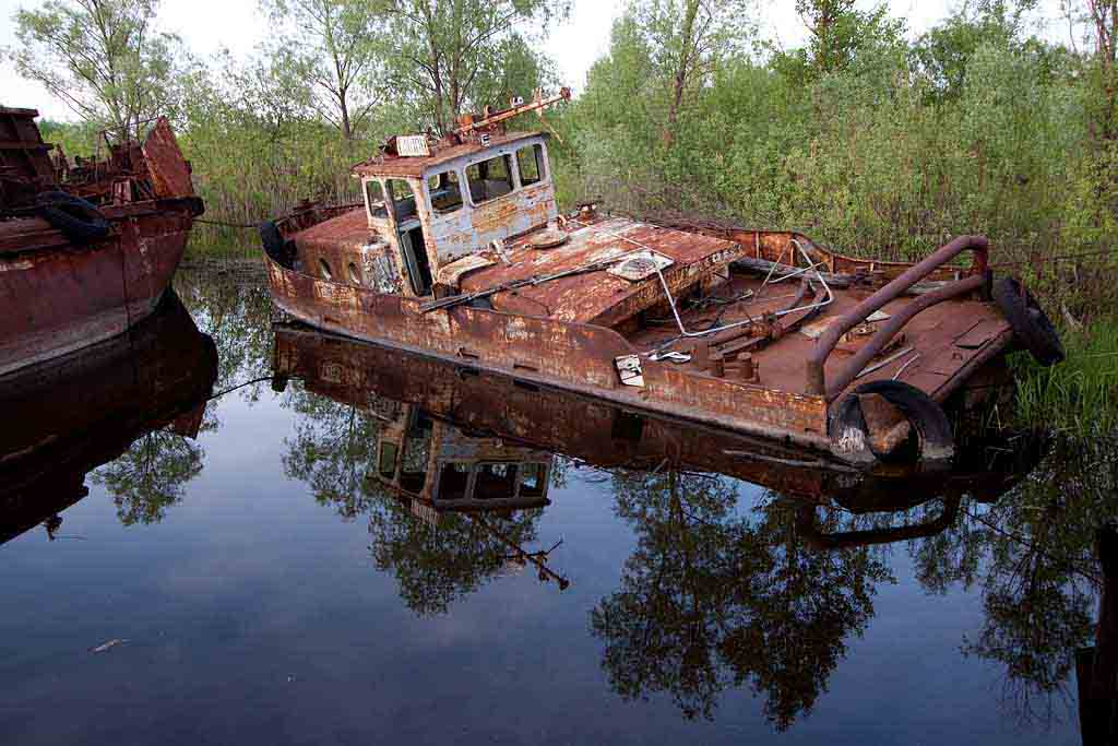 Shipwreck, town of Chernobyl marina